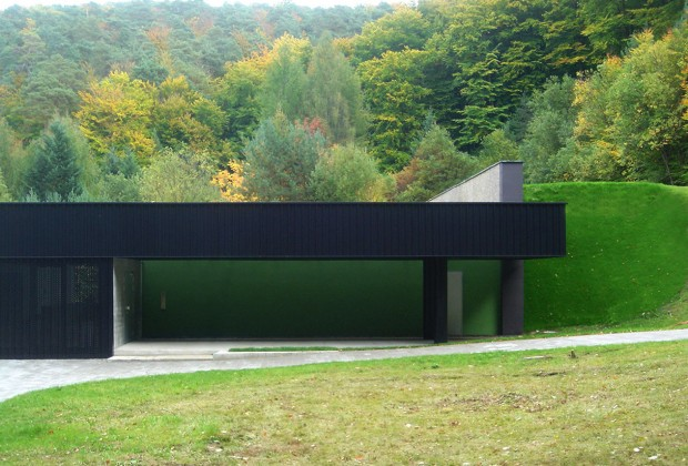 5045289628ba0d7eda0001df_house-of-water-molter-linnemann-architects_hdw_molterarch-03-_zufahrt
