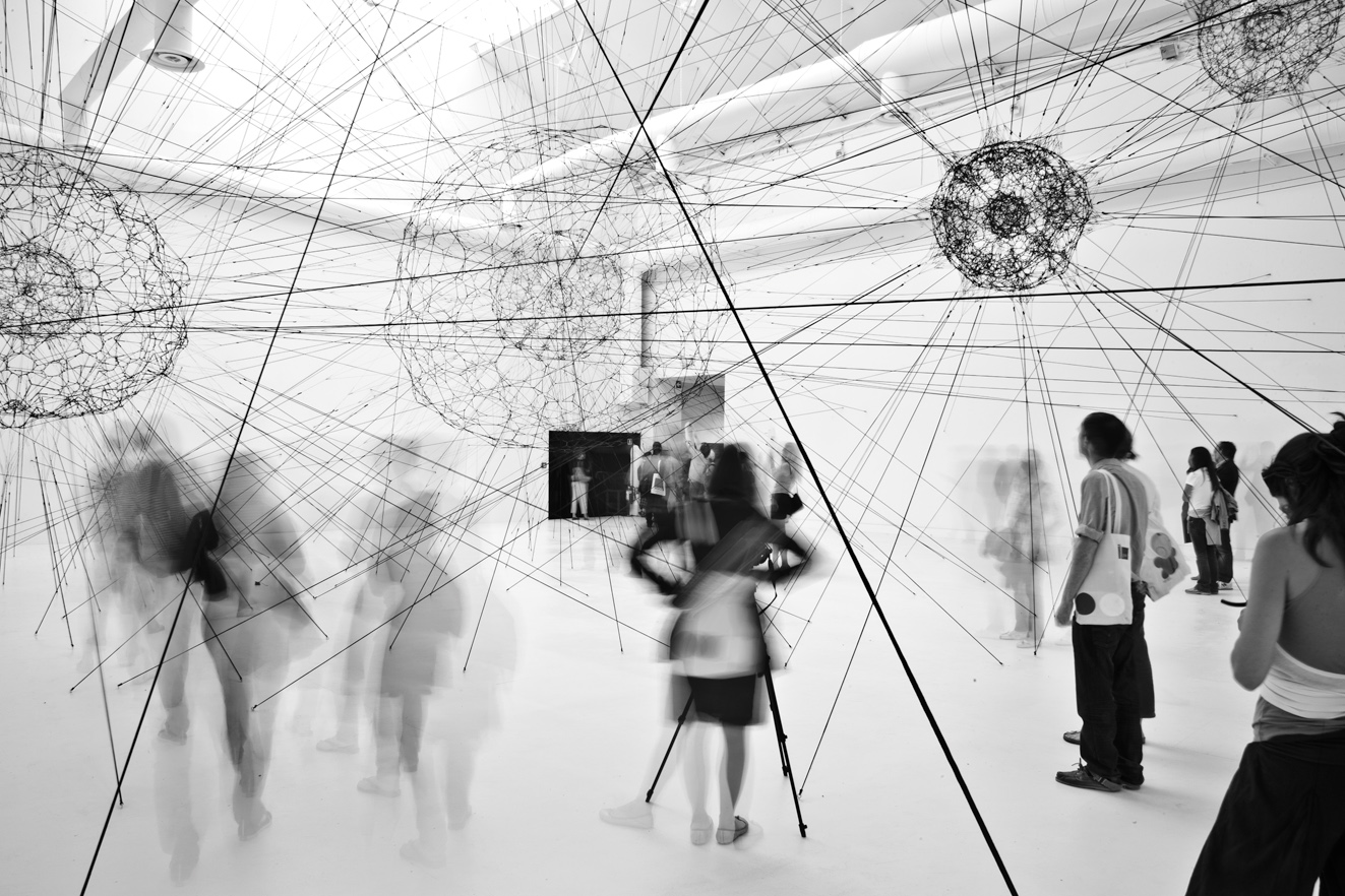 Tomás Saraceno, Galaxies Forming along Filaments, like Droplets along the Strands of a Spider's Web, 2009. Photo: © Alessandro Coco. Courtesy: © Studio Tomás Saraceno.