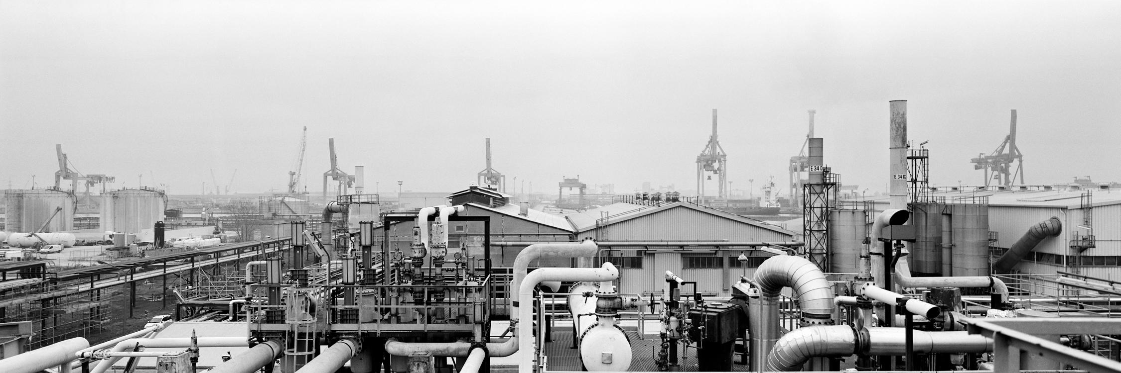 Paolo Pellegrin, Raffineria Versalis, Ravenna, 2013. Courtesy Fondazione MAXXI
