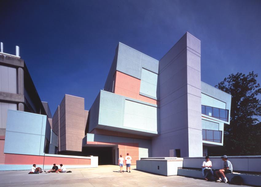 Eisenman Architects, Aronoff Center for Art and Design, University of Cincinnati, 1988-1996. Photo: Jeff Goldberg/Esto
