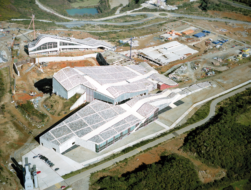 Eisenman Architects, City of Culture of Galicia, Santiago de Compostela, 1999-ongoing. Hemeroteca and Biblioteca (aerial view), 2009. Courtesy: Foundation for the City of Culture of Galicia. Photo: Manuel G. Vicente