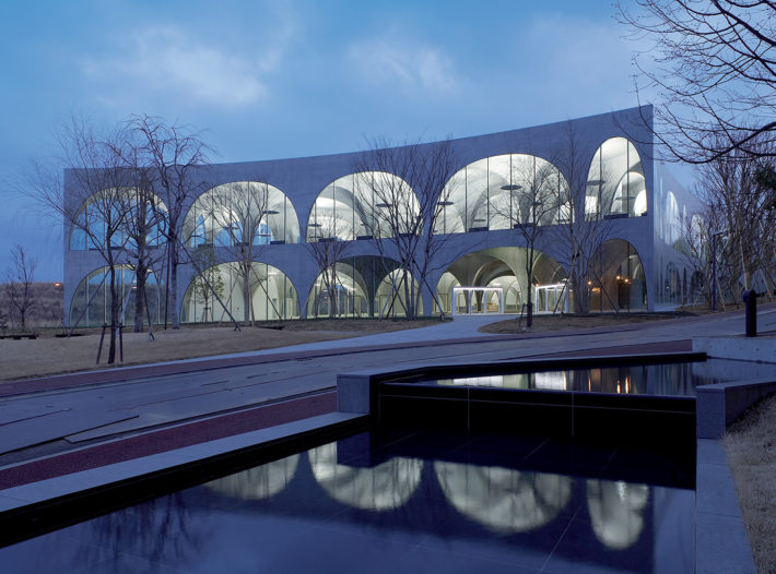 Toyo Ito, Tama Art University Library of Tokyo, 2007. Foto: Ishiguro Photographic Institute.