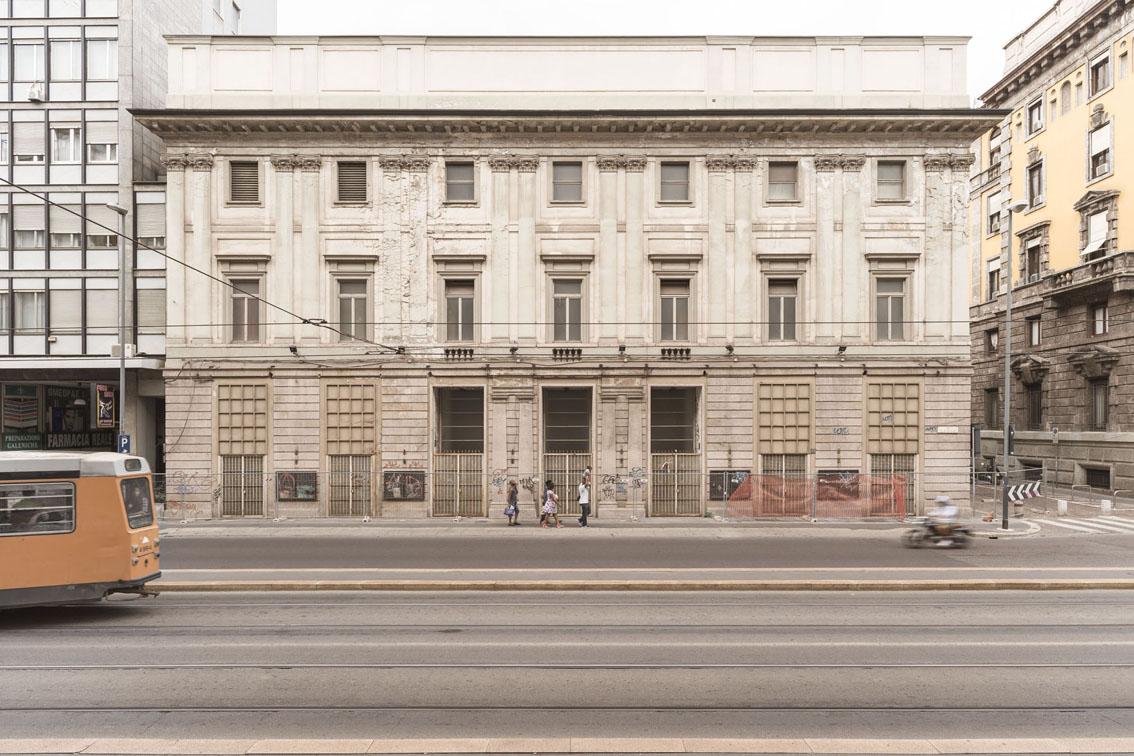 """Giovanni Hänninen – Dalla serie """"cittàinattesa"""". Il teatro. Teatro Lirico """"Giorgio Gaber"""", via Larga, Milano 2012"""