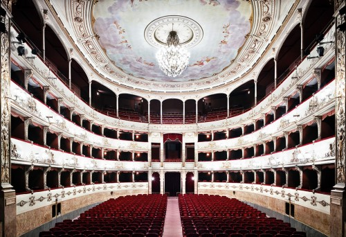 Candida Hofer, Teatro della Pergola Firenze I, 2008