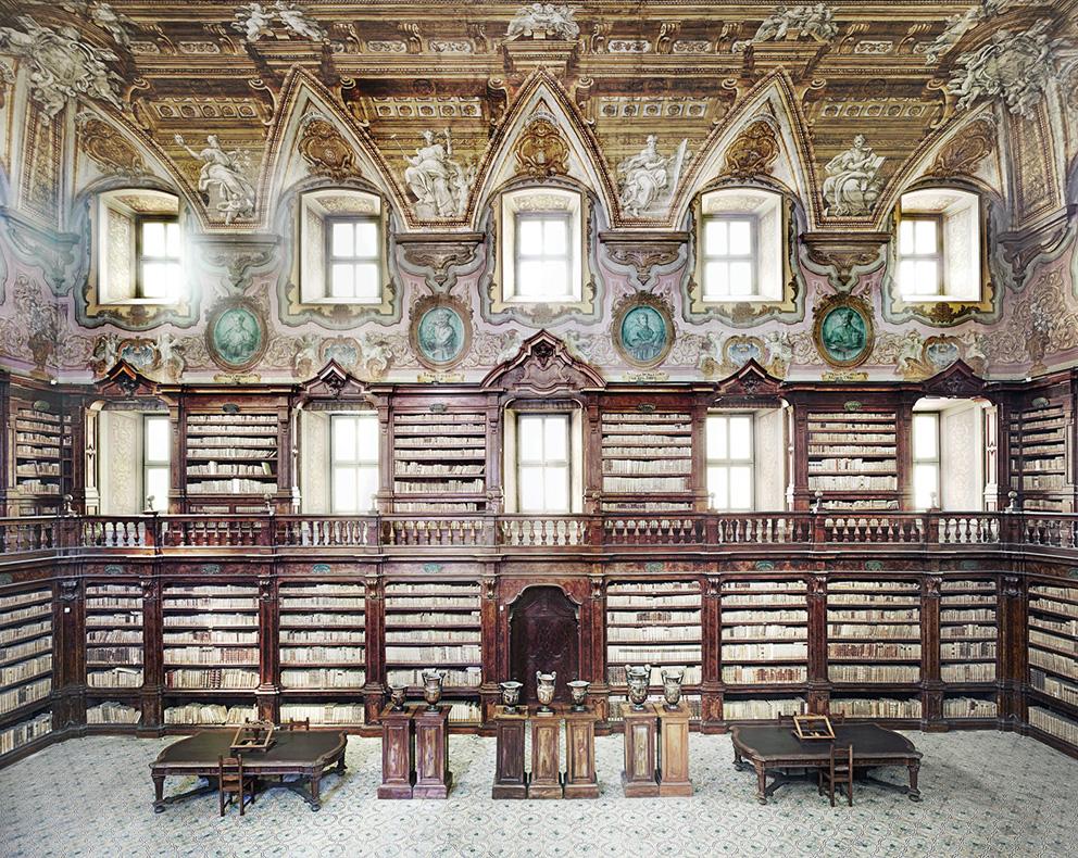 Candida Hofer, Biblioteca dei Girolamini Napoli II, 2009