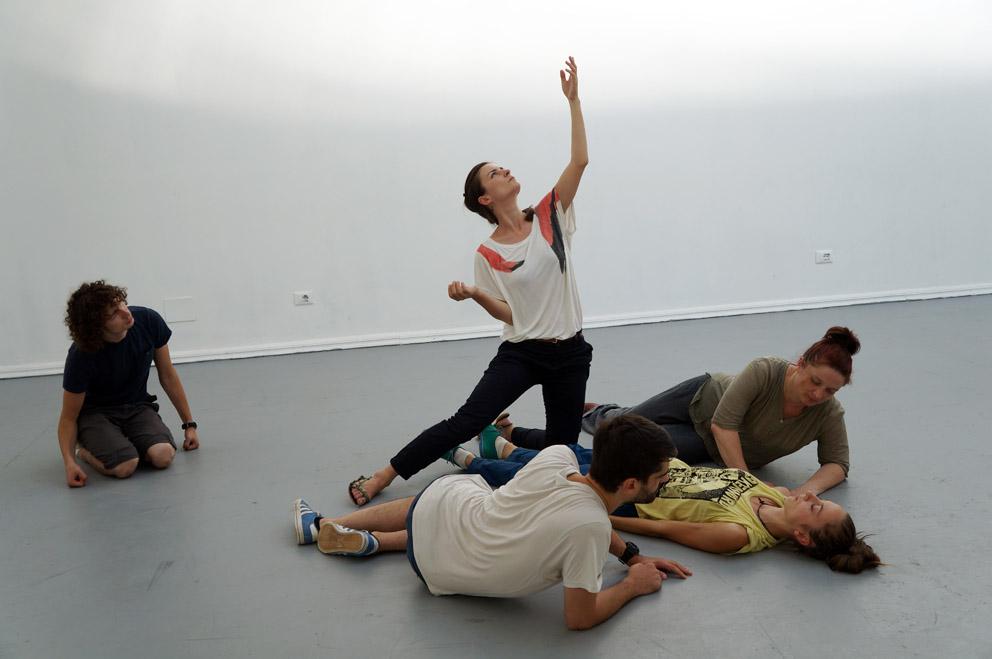 Alexandra Pirici e Manuel Pelmuş: An Immaterial Retrospective of the Venice Biennale, 2013.