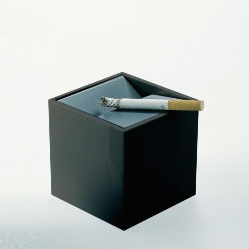 Posacenere Cubo di Bruno Munari per Danese.