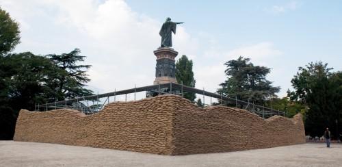 Lara Favaretto, Momentary Monument (Wall), 2009, Trento. Courtesy: Lara Favaretto, Galleria Franco Noero, Torino. Photo: Giulia Parri