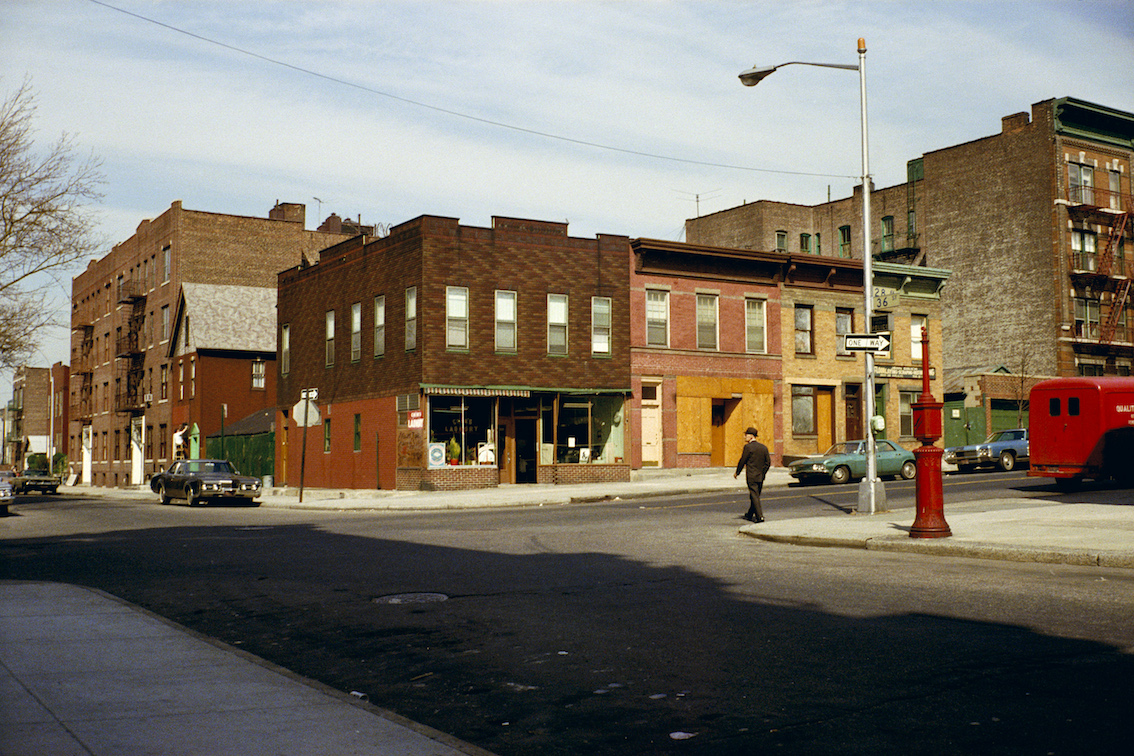 Stephen Shore, American Surfaces: Queens, New York, 1972. Courtesy Stephen Shore e/and Spruth Magers, Berlin-London.