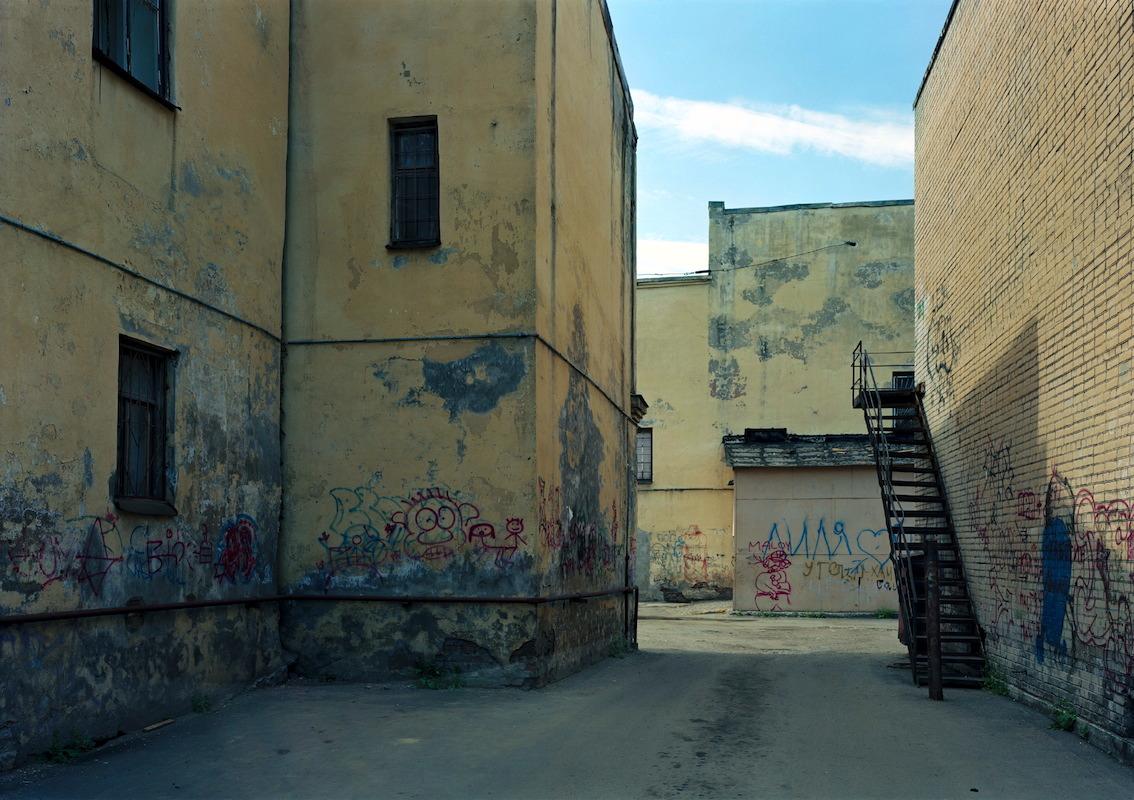 © Thomas Struth, Kovenskij Pereulok. St. Petersburg, 2005.