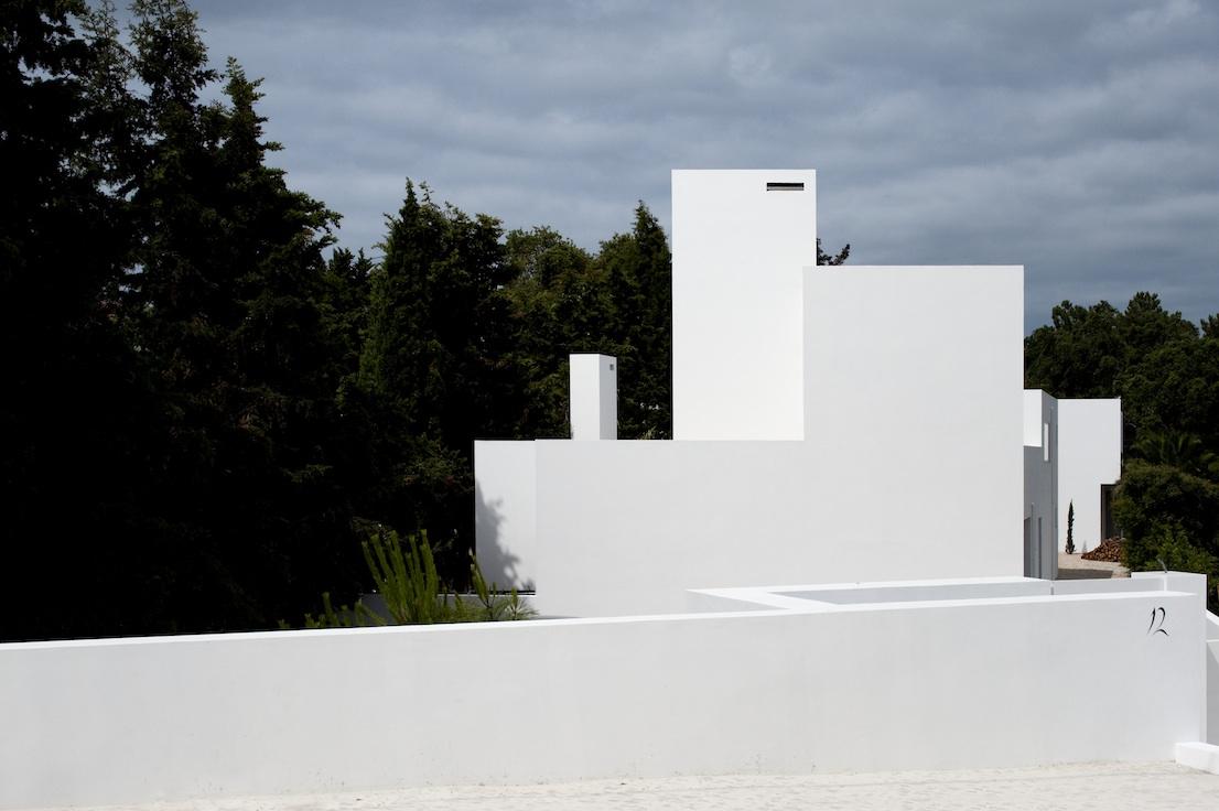 Aldeia do Meco, a sud di Lisbona, design di DNSJ.arq