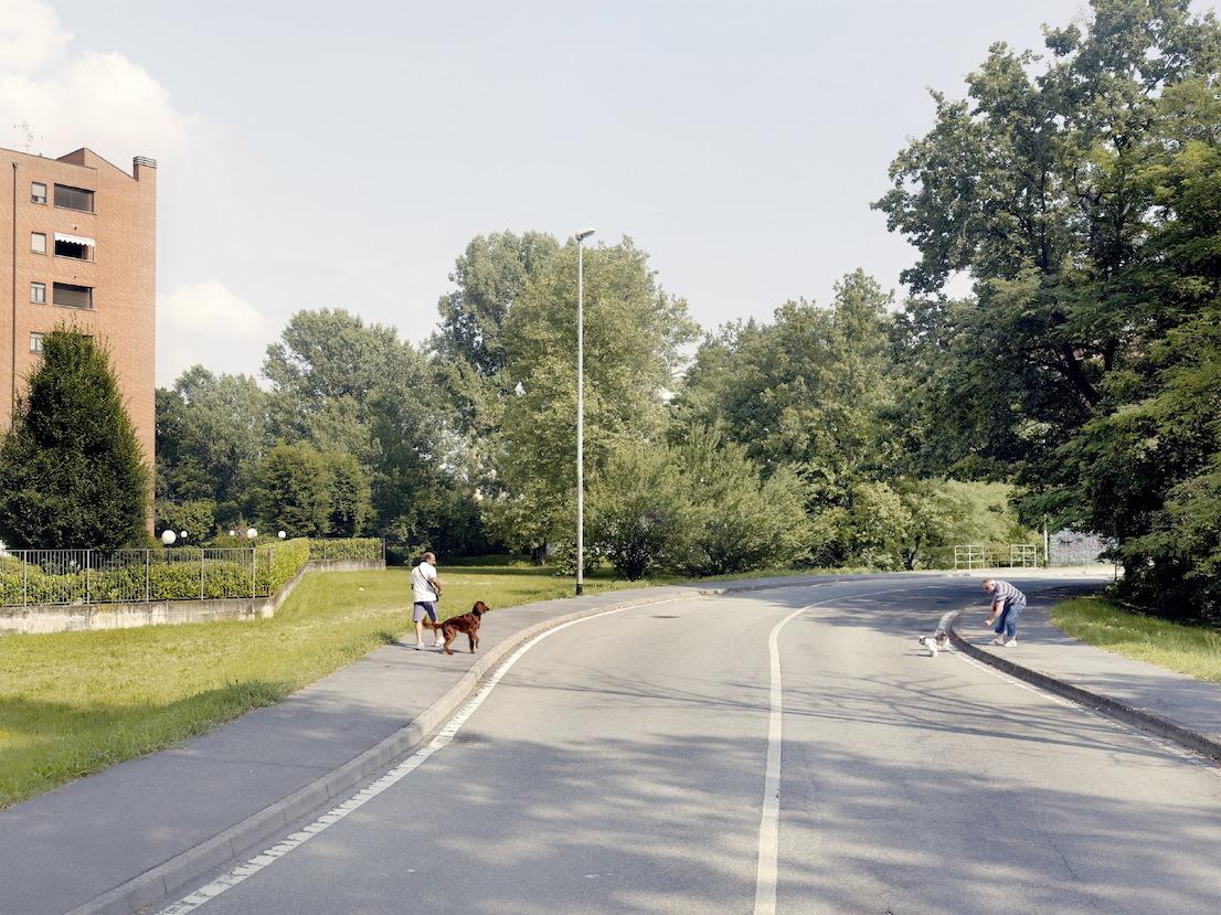 Via Salieri, Buccinasco, Milano, 2012. Nel 2004 nei pressi di Via Salieri sono stati rinvenuti due bazooka che, secondo le indagini di polizia, sarebbero dovuti servire a far saltare in aria l'automobile del sostituto procuratore di Milano Alberto Nobili.