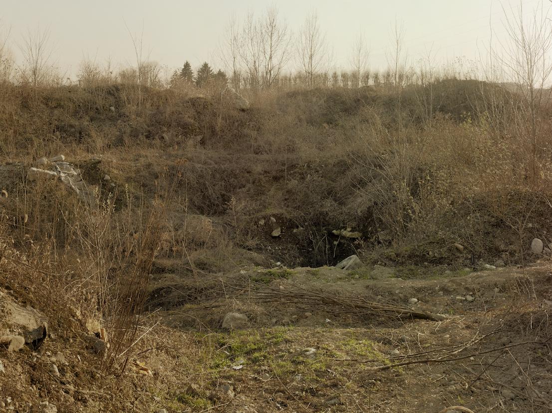 Discarica abusiva sotto sequestro, Desio, Monza e Brianza, 2012. Nel 2008 la procura di Monza ha scoperto a Desio un traffico abusivo di rifiuti, in un'area di 30000 mq precedentemente acquistata da affiliati al clan calabrese Iamonte-Moscato. Il terreno nella zona di Via Molinara, in cui si sospetta la presenza di diversi tipi di rifiuti tossici, è ancora oggi sotto sequestro, in attesa del finanziamento delle operazioni di bonifica.