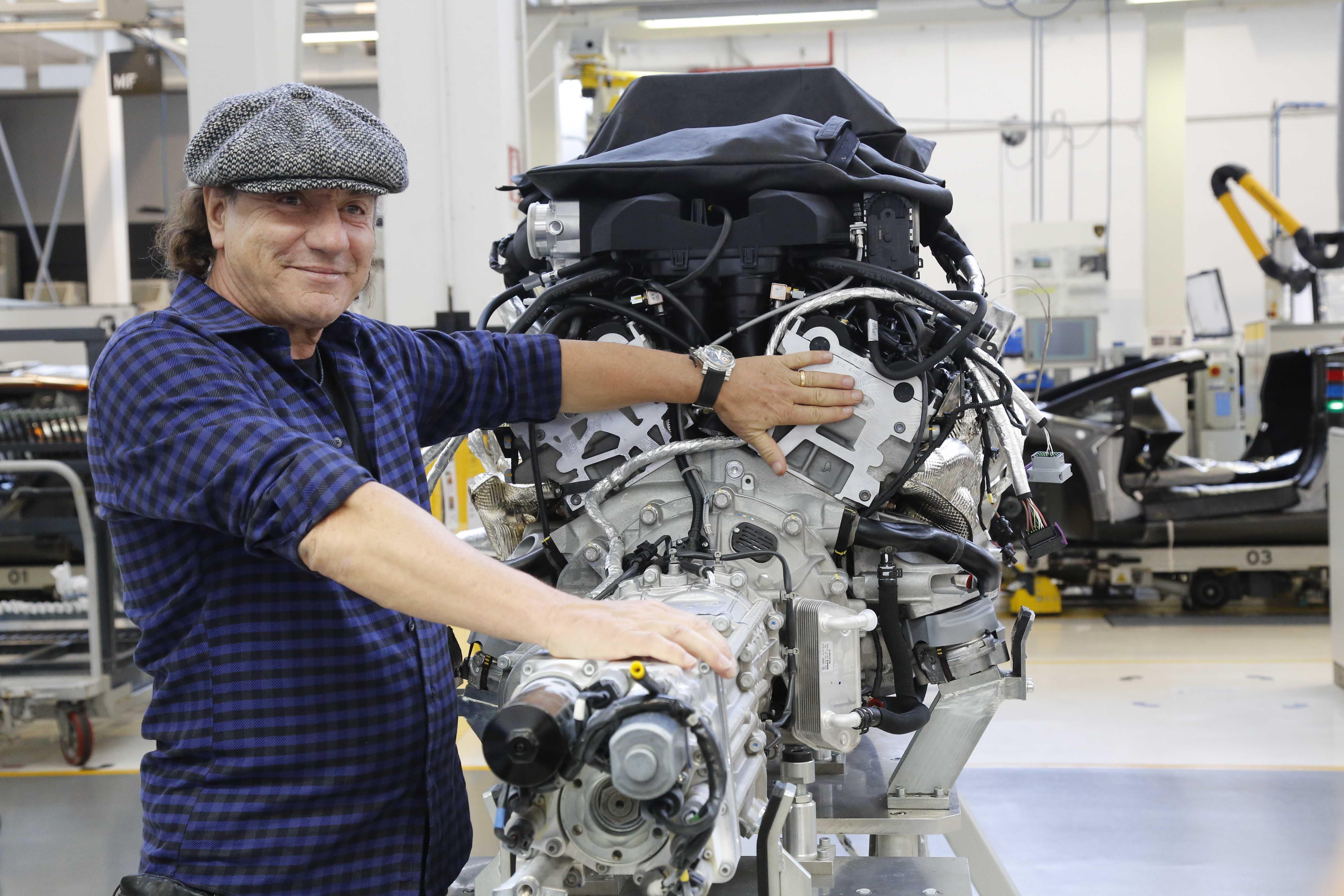 Brian Johnson e il V12 Lamborghini