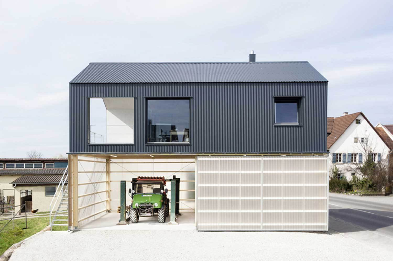 Casa-officina progettata nei dintorni di Tubinga dagli studi tedeschi Fabian Evers Architecture e Wezel Architektur