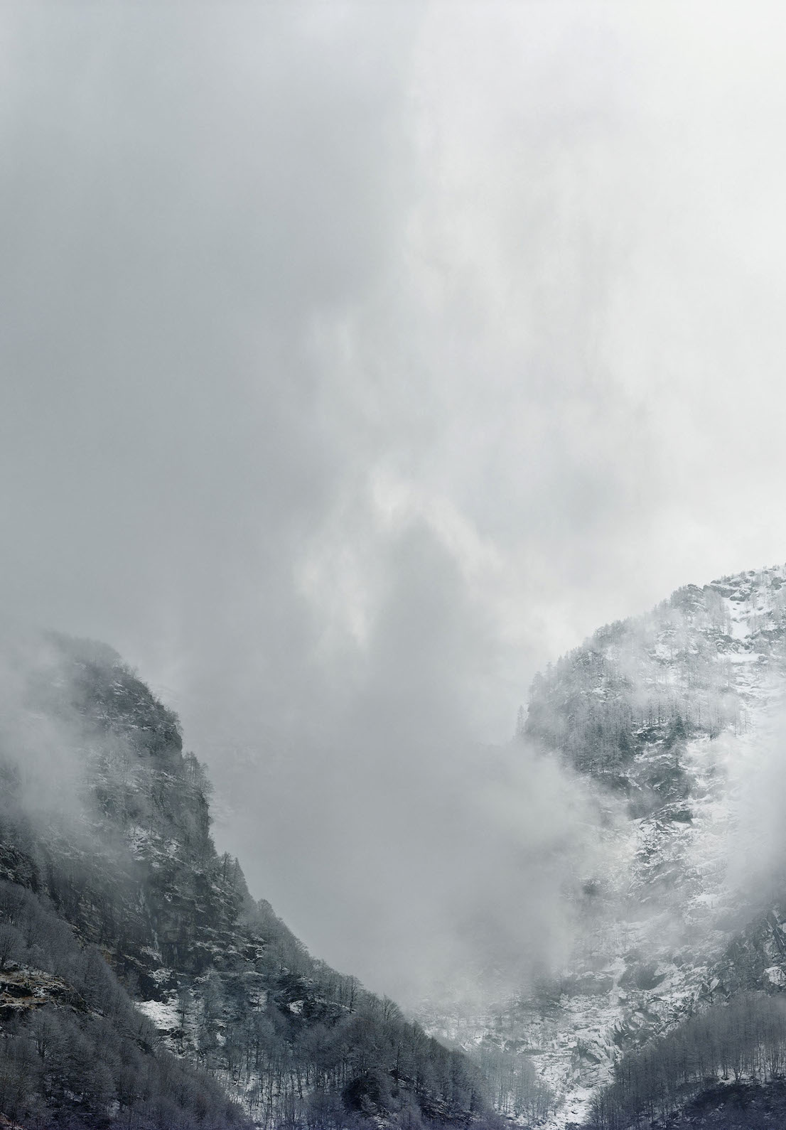 Axel Hütte Sonogno, Svizzera dalla serie New Mountains, 2013.