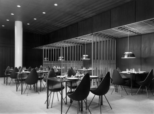 Drop Chair, design di Arne Jacobsen.