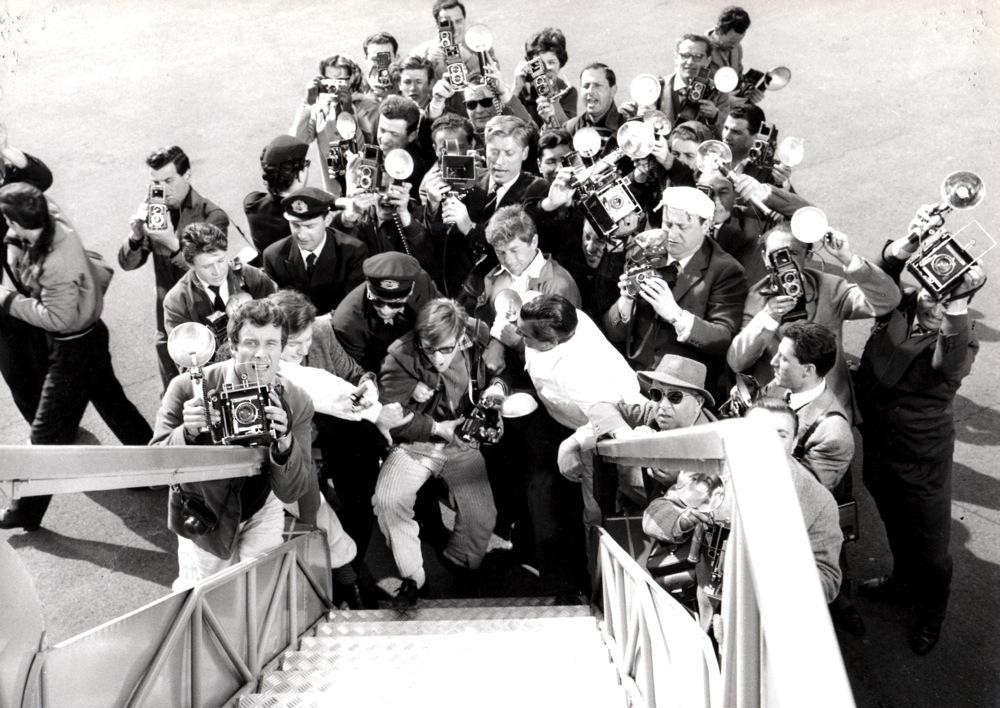 Anonyme, (Agence Pierluigi), Anita Ekberg à la sortie de l'avion, 1959