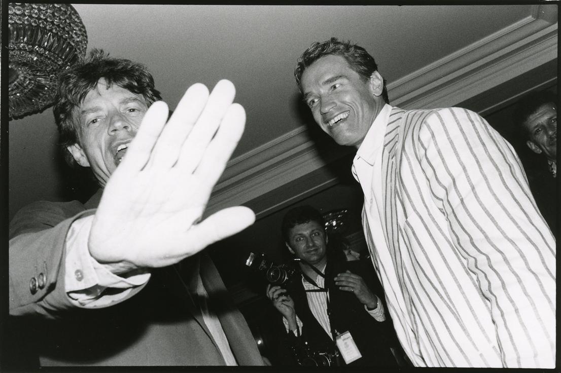 Jean Pigozzi, Mick Jagger et Arnold Schwarzenegger, Hôtel du Cap, Antibes, 1990