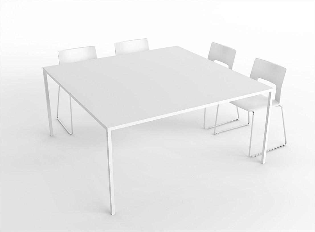 Tavolo 25, design di Bruno Fattorini & Partners per Desalto.