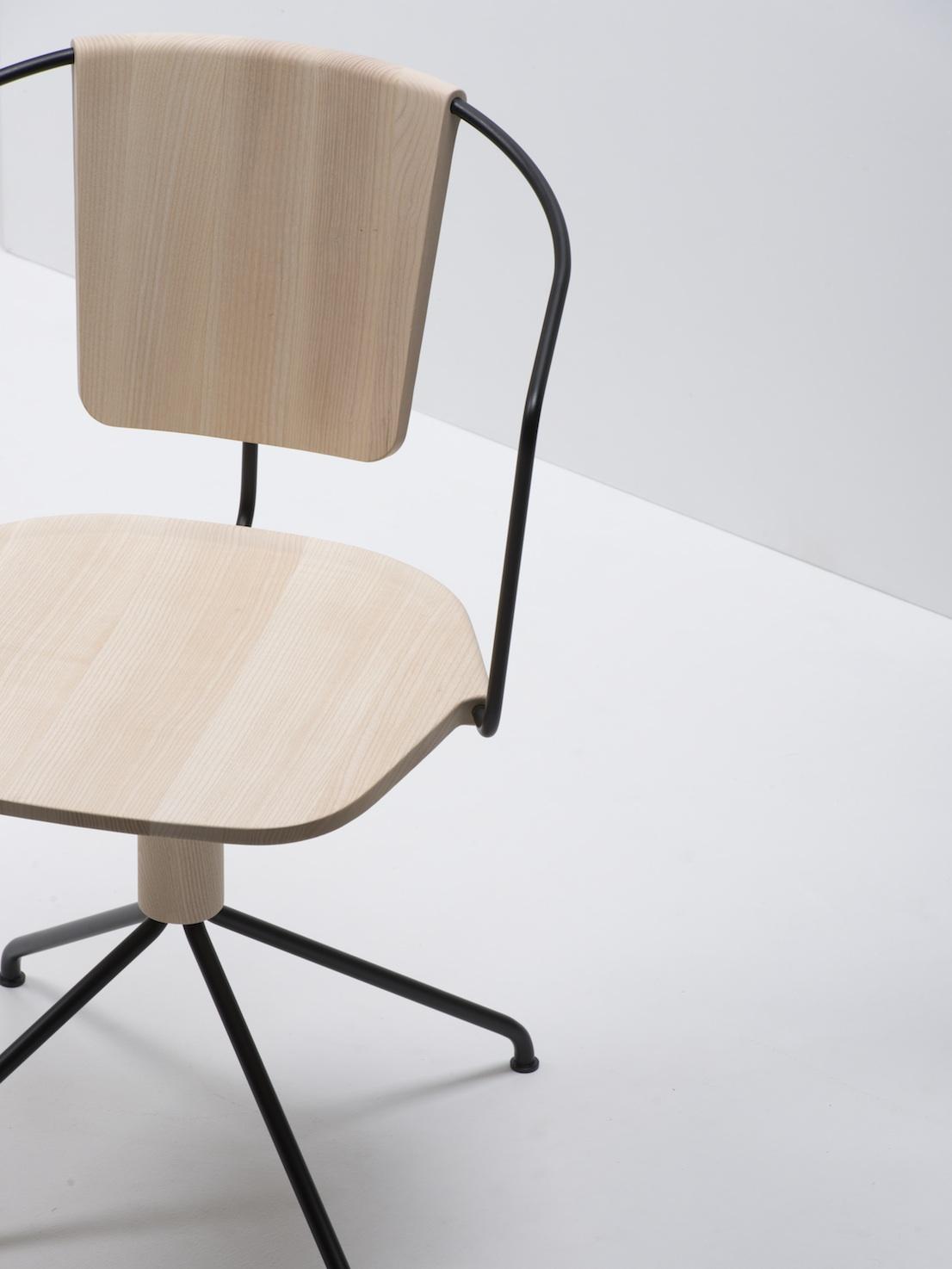 Uncino, design di Ronan e Erwan Bouroullec per Mattiazzi.
