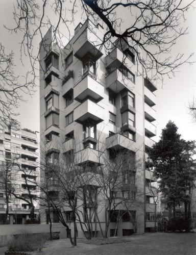 Casa per abitazioni, piazzale Aquileia 8, 1961/64. Progetto di Vico Magistretti. Foto di G. Basilico.