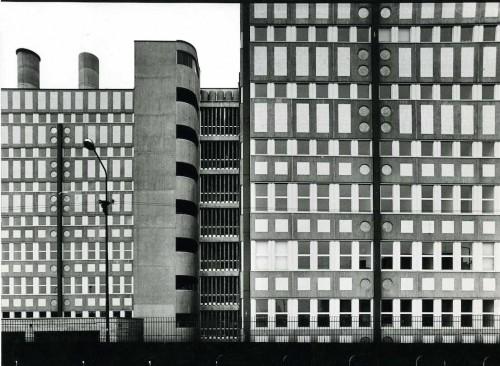 Dipartimento di Biologia dell'Università degli Studi di Milano, via Celoria 26, 1978/81, progetto di Vico Magistretti con F. Soro. Foto di G. Basilico.