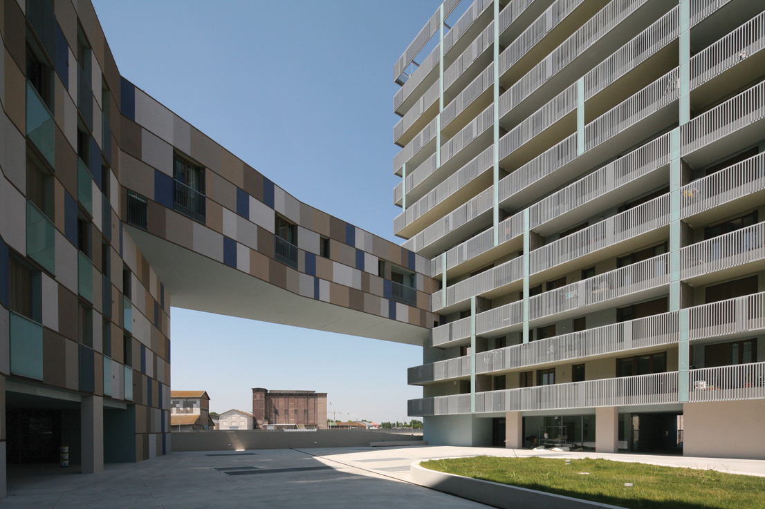 Residential building at the Darsena, Zucchi & Partners. Ravenna, 2006-11.