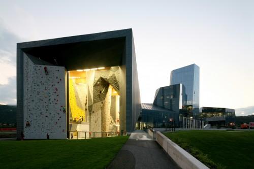 Salewa Headquarters Cino Zucchi Architetti e Park Associati (Filippo Pagliani, Michele Rossi) Bolzano, 2007-2011