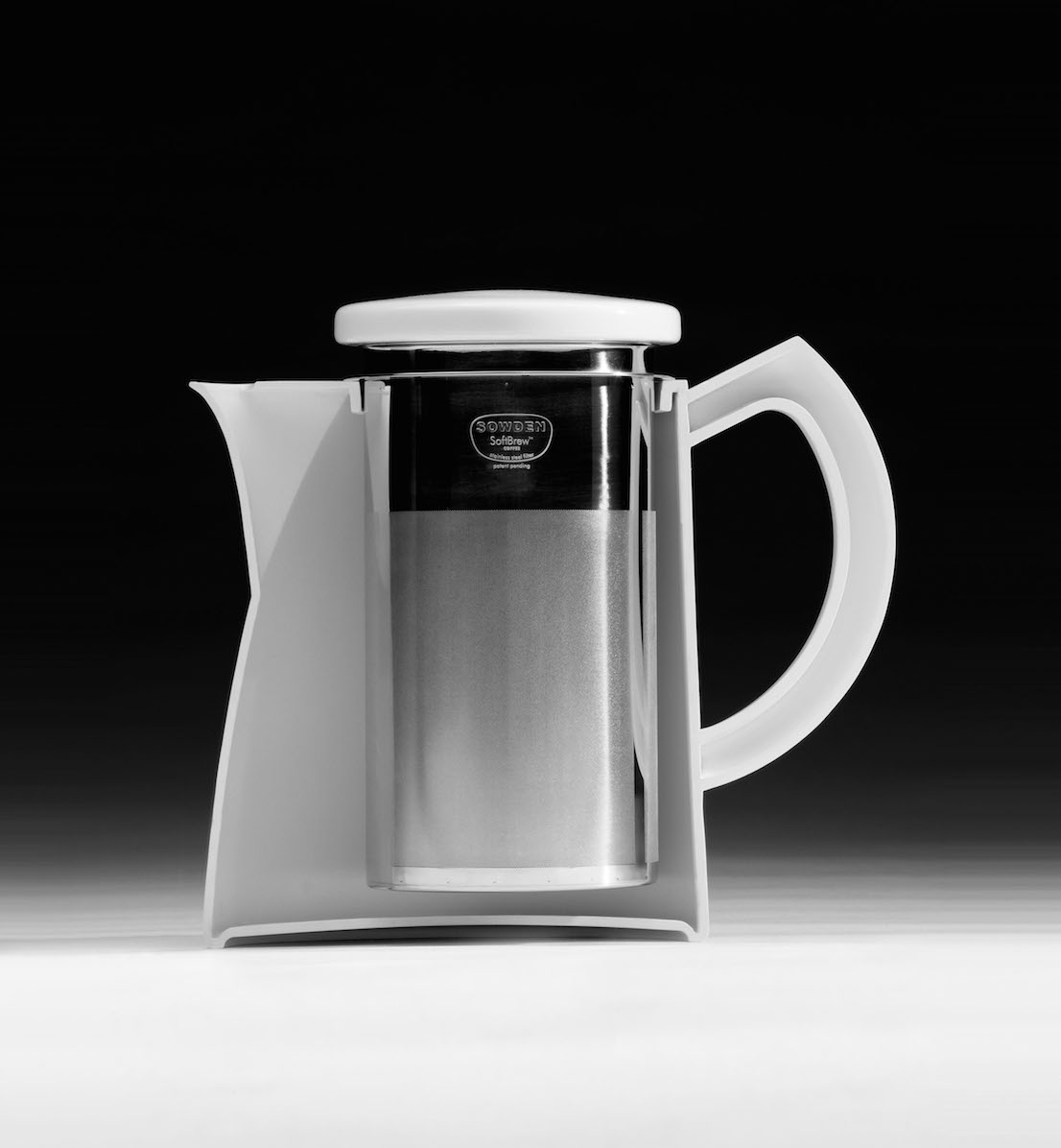 Teiere e caffettiere della serie SoftBrew di George Sowden.