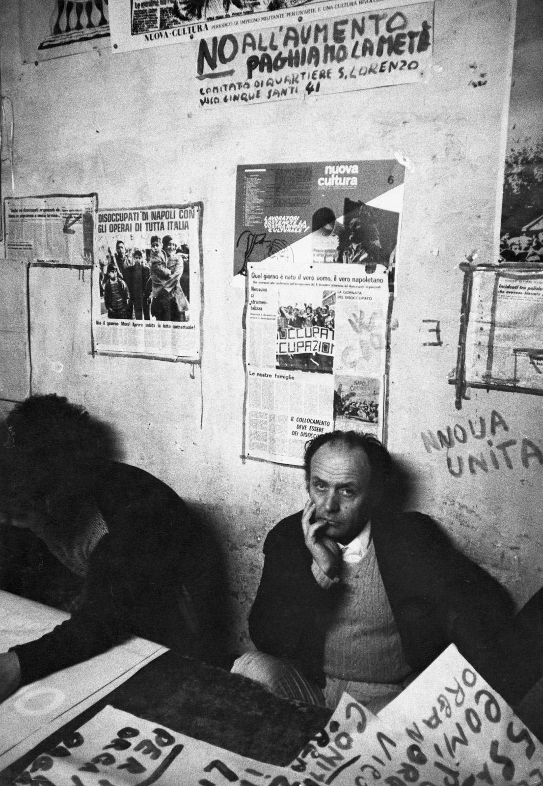 Uliano Lucas. Napoli. Sede dei disoccupati organizzati in vico Cinquesanti, nel quartiere San Lorenzo. 1978