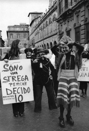 Il gesto femminista, curato da Ilaria Bussoni e Raffaella Perna