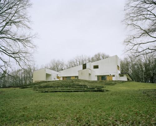 Maison Louis Carré, Bazoches-sur-Guyonne, France, 1956-1959, 1961-1963. Photograph by Armin Linke
