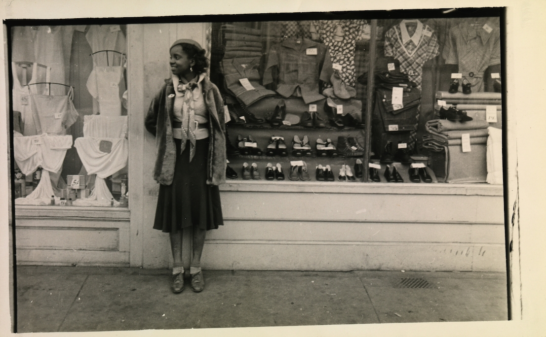 Walker Evans, Young Women Outside Clothing Store, 1934–35. Lunn Gallery Stamp (1975). © Walker Evans Archive, The Metropolitan Museum of Art.