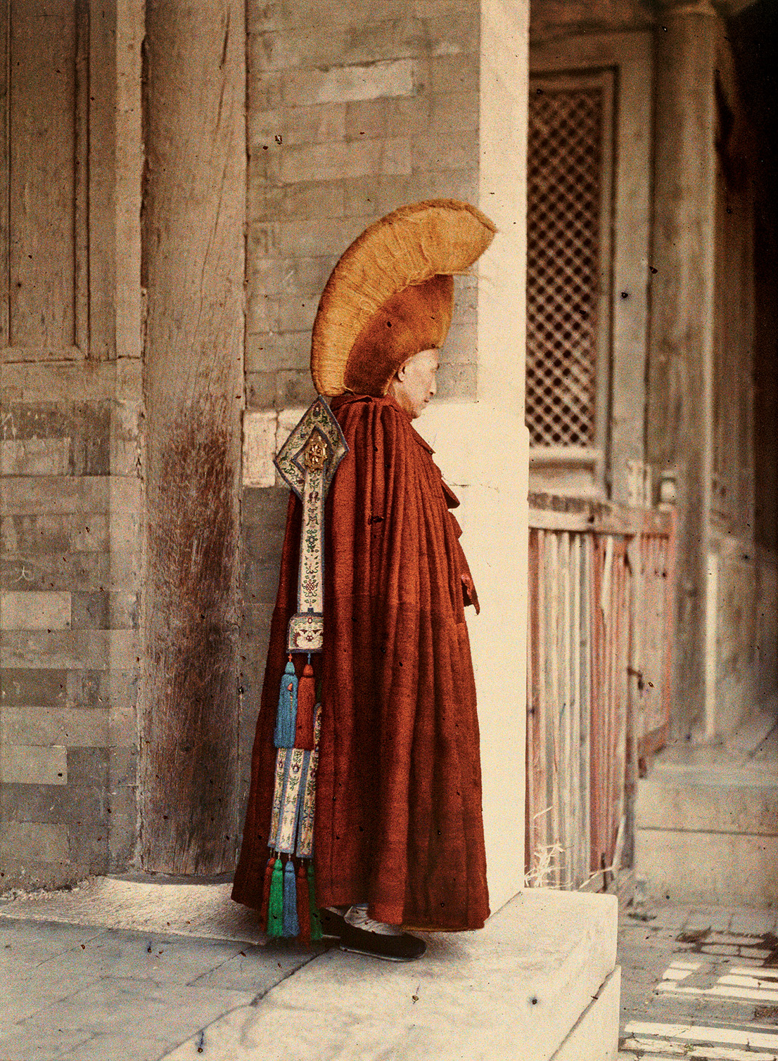 Albert Kahn, Les Archives de la Planète, Stéphane Passet. China, Peking, Palace of Heavenly Peace, Fourth Courtyard, eastern annex, a Buddhist Lama in ceremonial dress, 26 May 1913. © Musée Albert-Kahn, Département des Hauts-de-Seine.