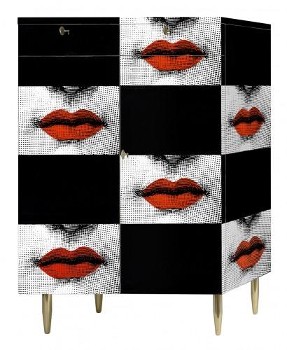 """Piero Fornasetti, Cabinet """"Kiss"""". Legno. Stampato, laccato e dipinto a mano. Realizzato in edizione limitata."""