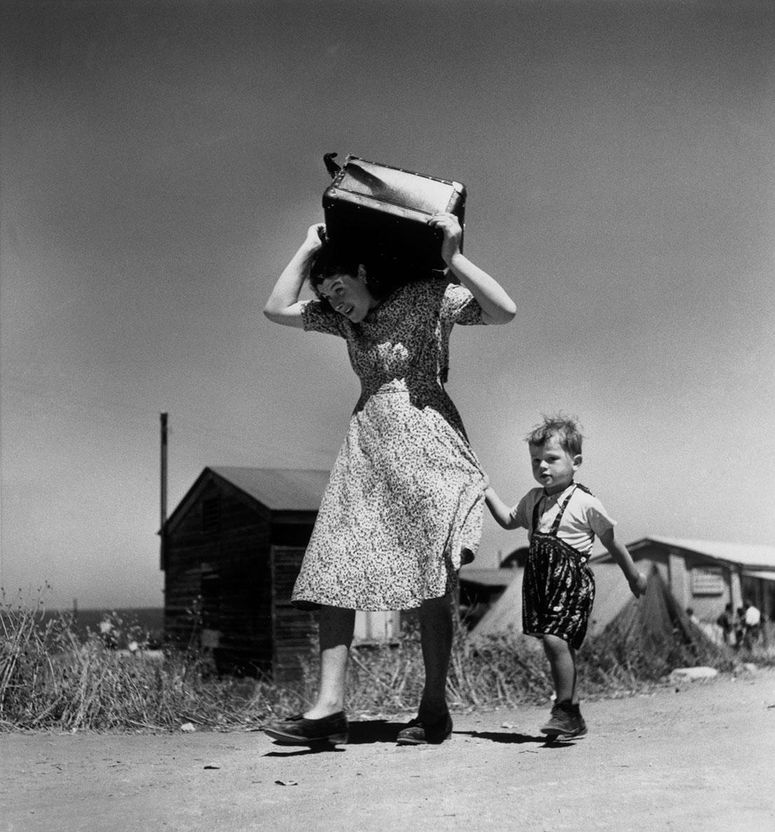 ISRAEL. Haifa. 1949-50. Foto di Robert Capa.