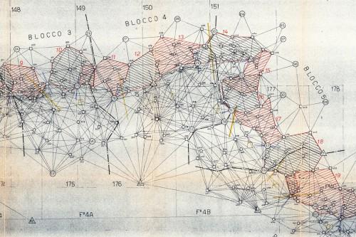 Schema illustrativo dei blocchi di triangolazione di III e IV ordine lungo la linea del confine italo austriaco, dettaglio (dai tipi dell'Istituto Geografico Militare).
