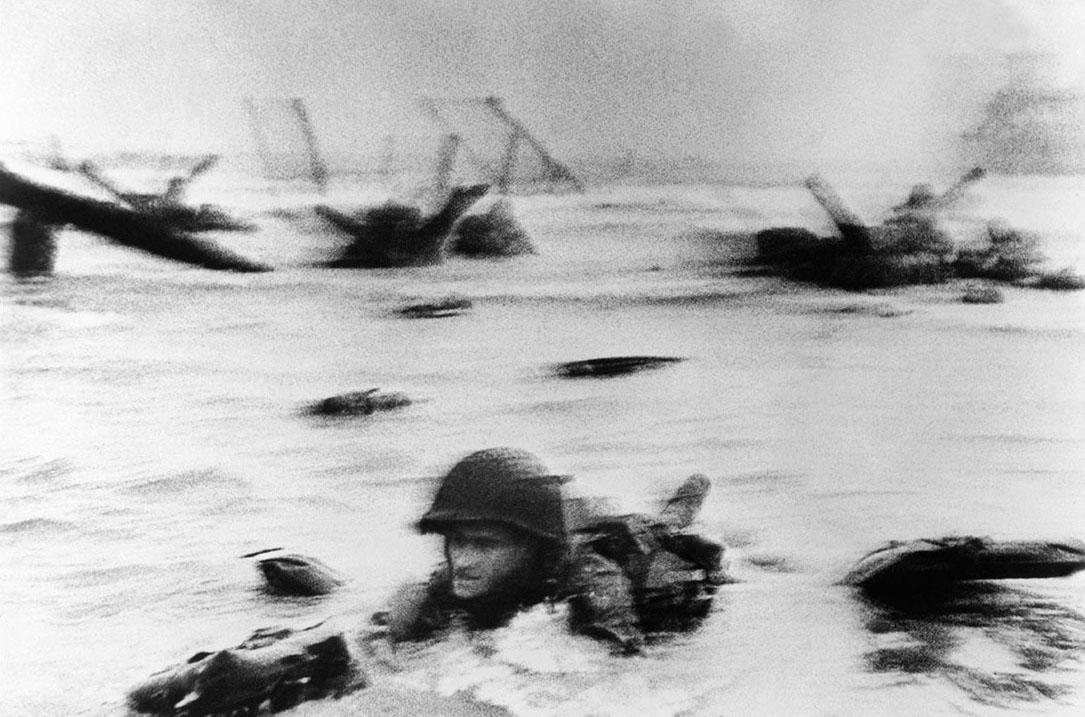 Francia, 1944. Foto di Robert Capa.