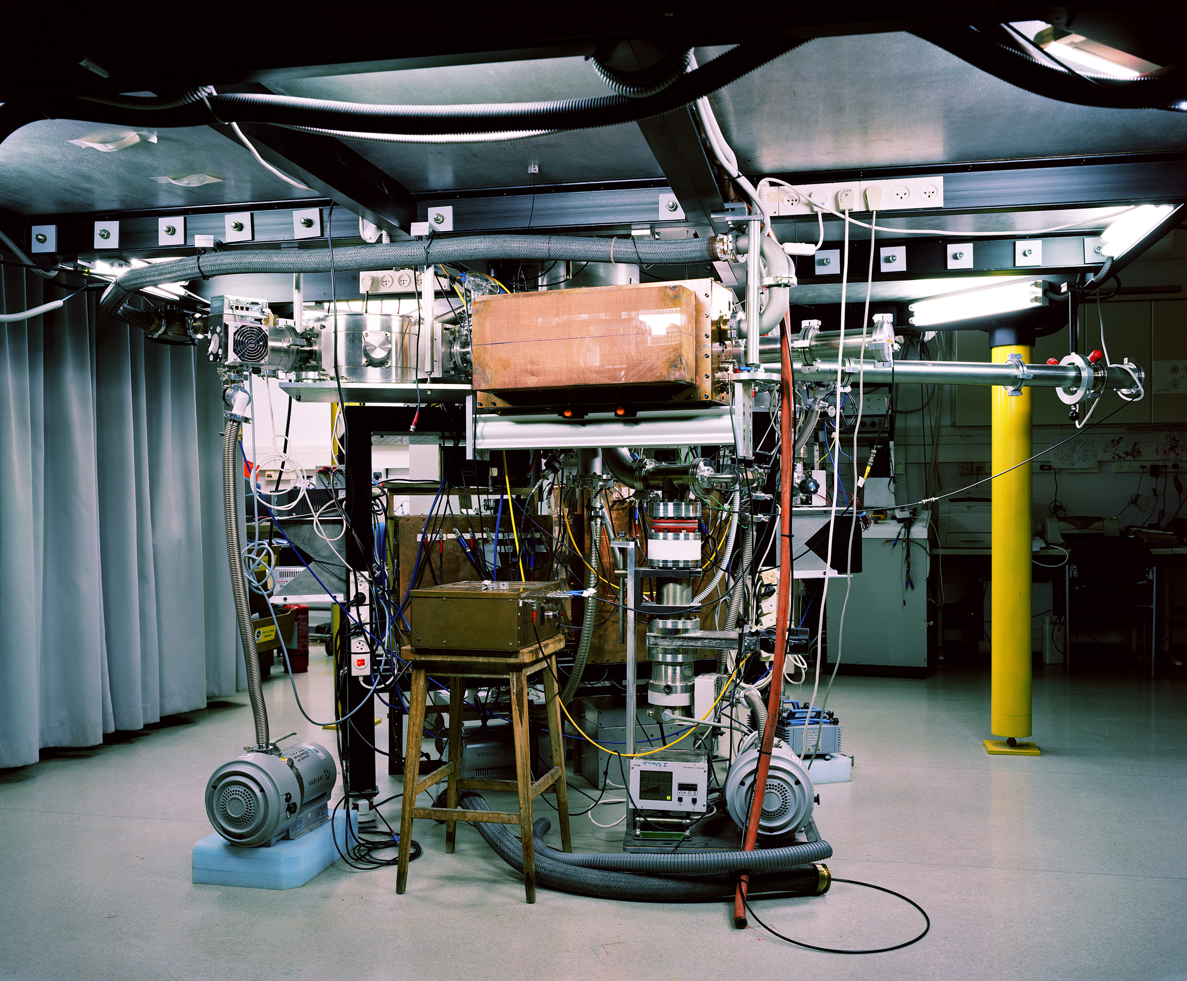 Thomas Struth, Z-Pinch Plasma Lab, Weizmann Institute, Rehovot, 2011.
