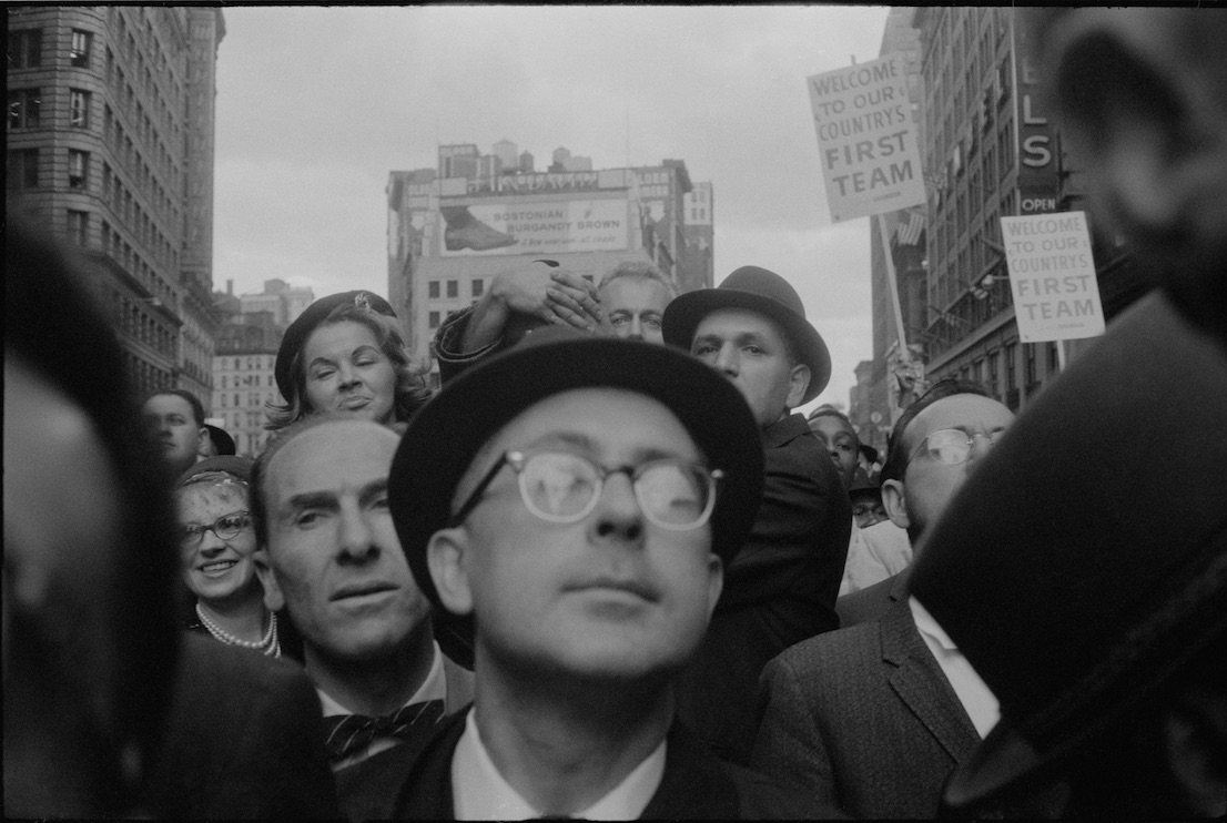 Richard Nixon Campaign Rally, New York [Rassemblement de campagne de Richard Nixon, New York], 1960. Garry Winogrand. Garry Winogrand Archive, Center for Creative Photography, University of Arizona. © The Estate of Garry Winogrand, courtesy Fraenkel Gallery, San Francisco