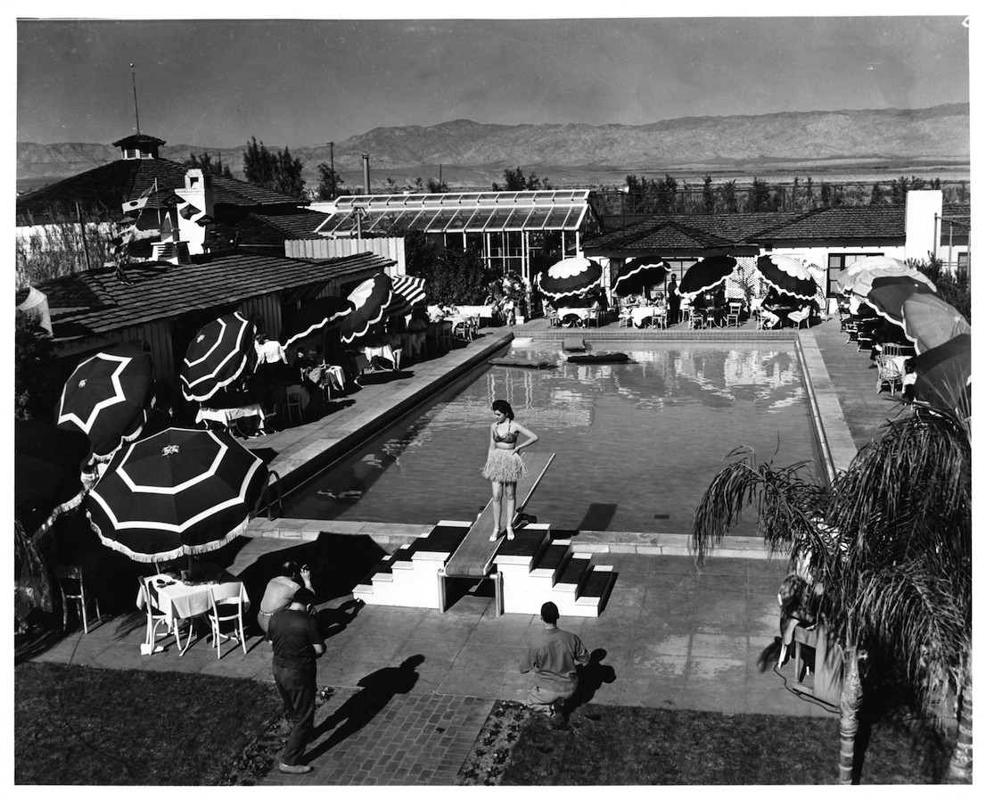 A fashion show is held by the pool at the Racquet Club of Palm Springs in 1939. Courtesy Palm Springs Historical Society.