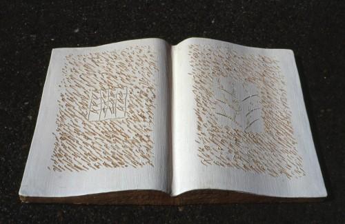 """Ugo La Pietra, """"Libro Aperto: Territori"""", realizzato nel Laboratorio Studio Ernan Design, Albissola, 2004. Courtesy: Archivio Ugo La Pietra."""