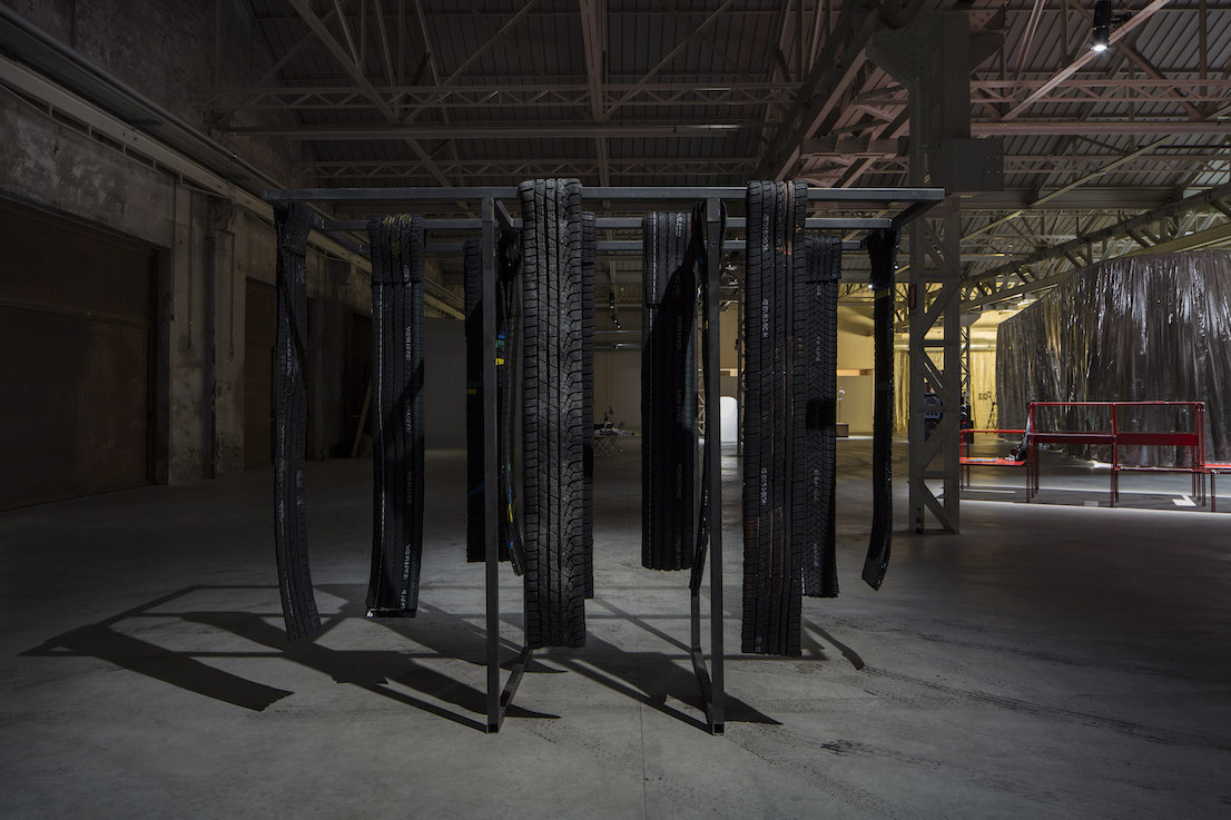 Celine Condorelli, Nerofumo, 2014. Courtesy l'artista, Fondazione HangarBicocca, Milano Foto Agostino Osio.