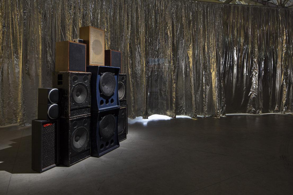 Celine Condorelli, Structure for Listening, 2012. Courtesy l'artista, Fondazione HangarBicocca, Milano. Foto Agostino Osio.