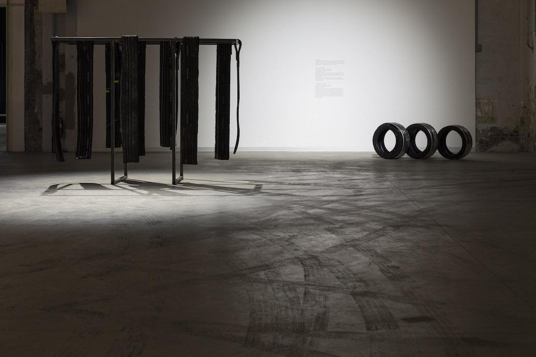 Celine Condorelli, Nerofumo, 2014 (dettaglio). Courtesy l'artista, Fondazione HangarBicocca, Milano. Foto Agostino Osio.