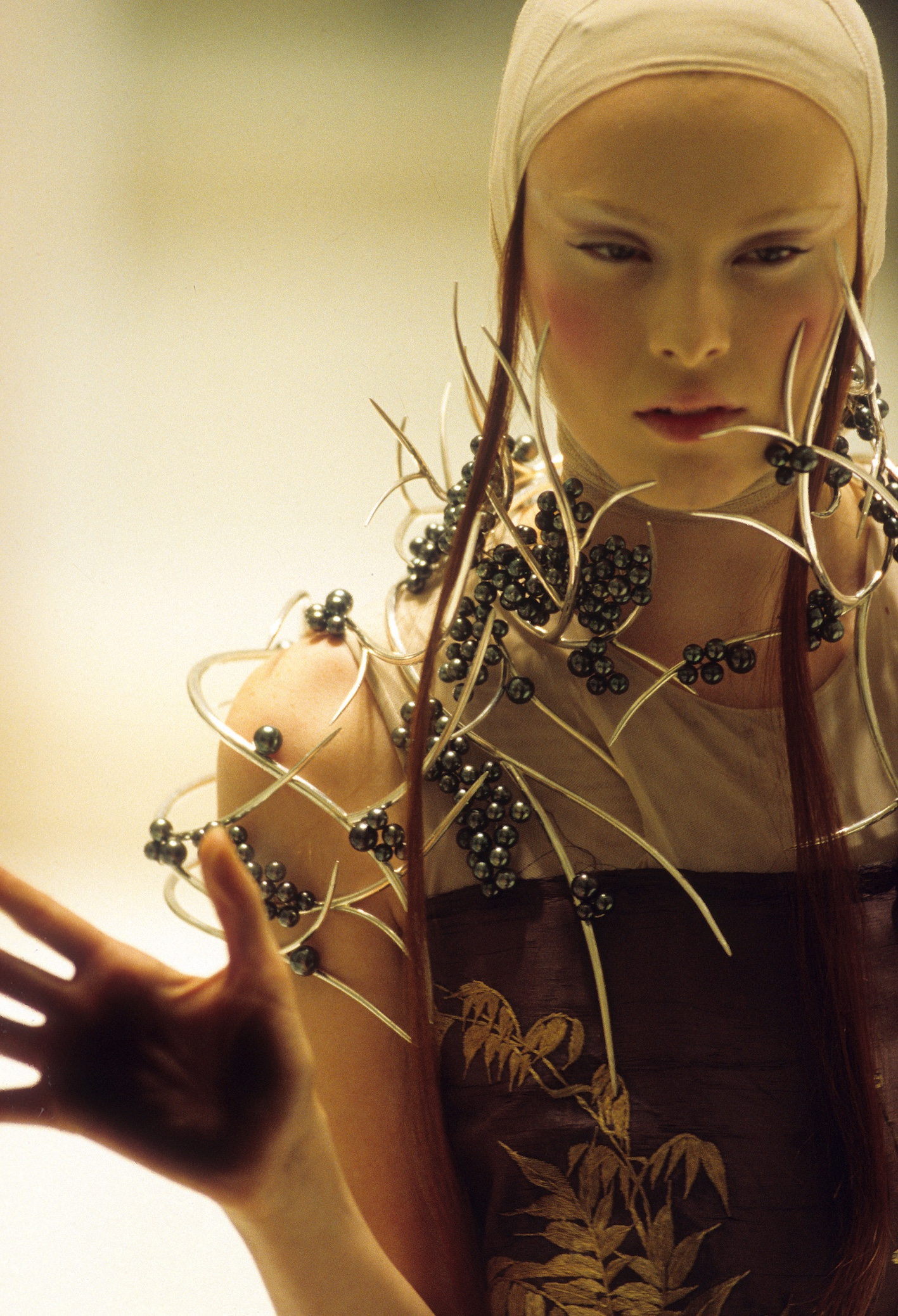 Shaun Leane per/for Alexander McQueen. Voss, S/S 2001. Photo: © Anthea Simms.