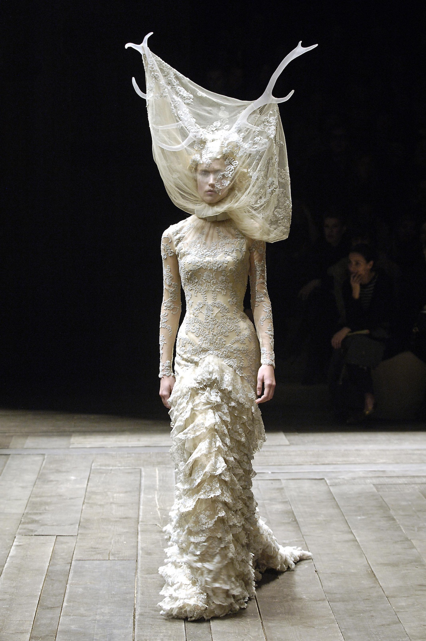 Alexander McQueen, Widows of Culloden, A/W 2006–07. Foto: firstVIEW.