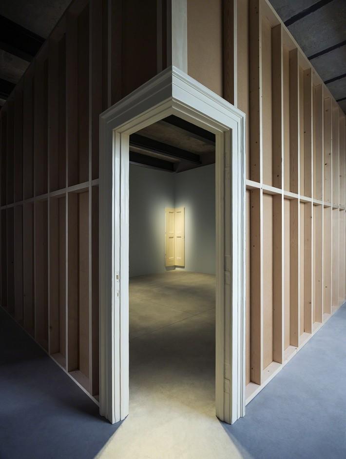 Robert Gober, Corner Door and Doorframe, 2014-2015. Photo: Attilio Maranzano. Courtesy: Fondazione Prada.