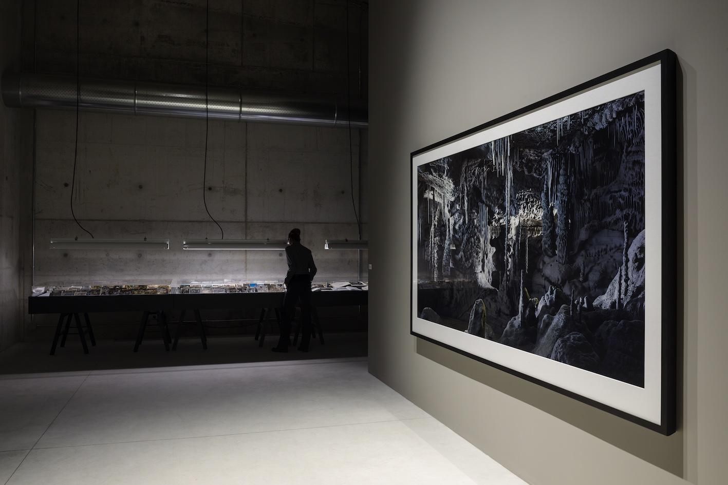 Veduta dell'istallazione permanente Processo grottesco di Thomas Demand, Fondazione Prada Milano, 2015. Photo: Attilio Maranzano. Courtesy: Fondazione Prada.